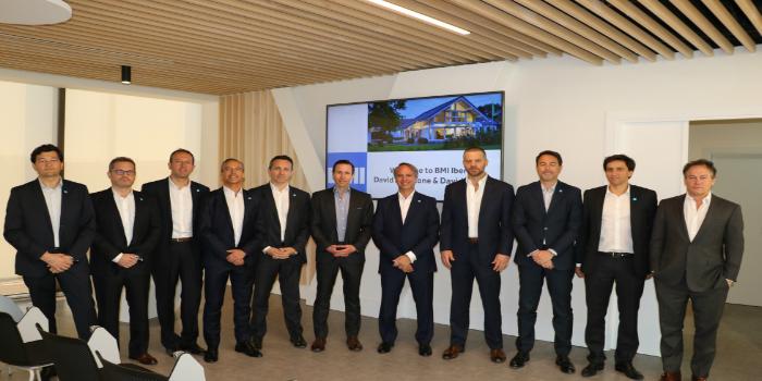 Los CEOS de Standard Industries, matriz de BMI, visitan la sede central española