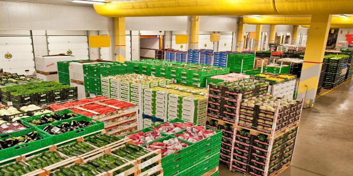 Transporte de frutas y verduras 4.0: la importancia de las baterías de las carretillas elevadoras