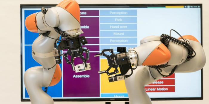 Siemens desarrolla robots de dos brazos capaces de fabricar productos sin programación previa