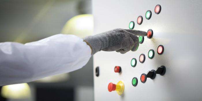 A RS Components apresenta novos botões de pressão para quadros de controlo de design moderno
