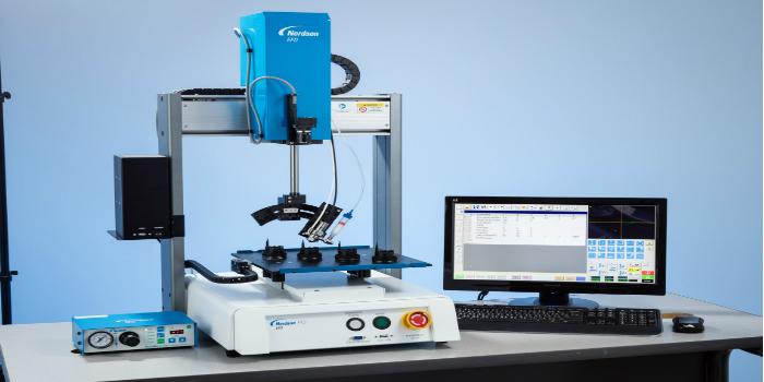 Nordson EFD lança novo sistema de distribuição automatizada de quatro eixos da série RV com visão inteligente