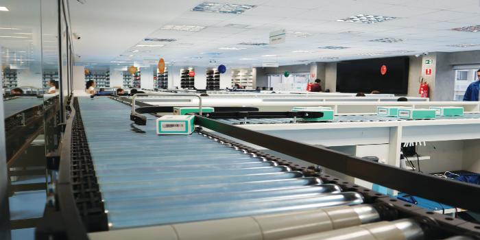 Interroll y Logstore entregan un centro de reparación de teléfonos móviles totalmente automatizado al Grupo PLL en Brasil