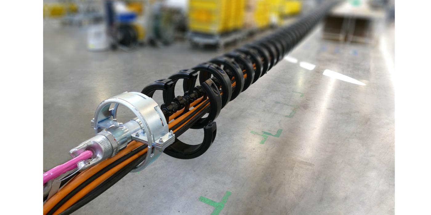 Cables de varias toneladas guiados por una cadena portacables igus de montaje rápido