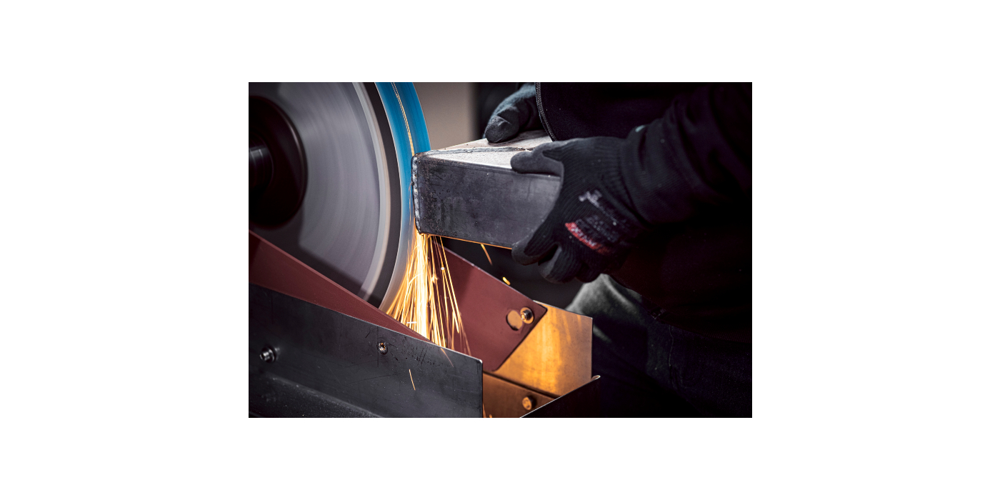 O VSM ACTIROX também está agora disponível em cinta abrasiva: remoção máxima de material e maior produtividade graças aos grãos cerâmicos de forma geométrica