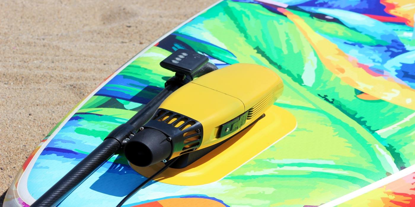 eSea, el propulsor eléctrico para los deportes náuticos, conquista la playa de la Barceloneta
