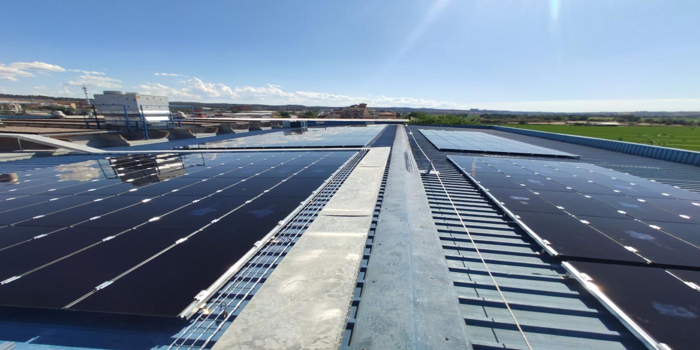 SolarProfit realiza una instalación fotovoltaica para Reig Jofre en Toledo, evitando la emisión anual de 51,85 toneladas de CO2 a la atmósfera