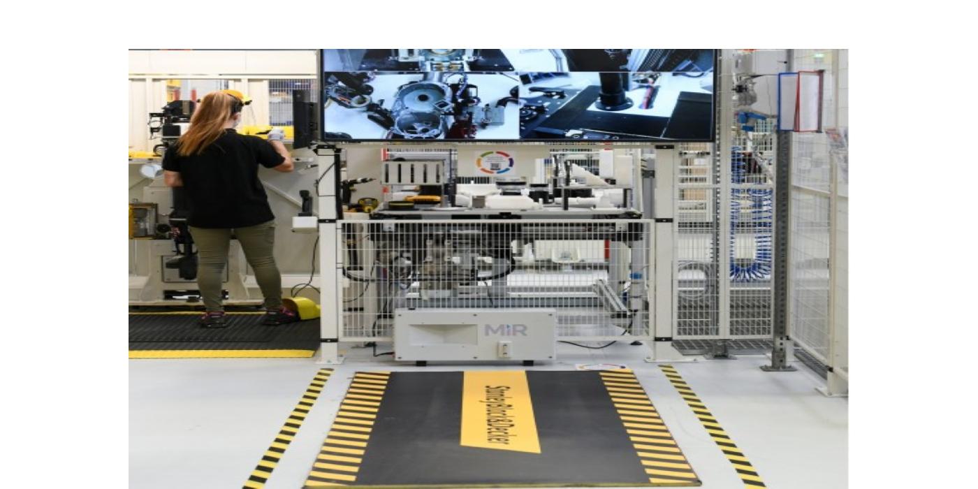 DeWalt Industrial Tools instala el robot MiR200 para automatizar tareas internas de transporte y logística