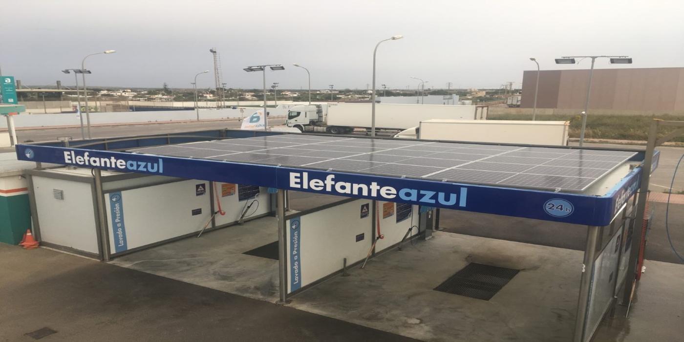 Washnet Factory firma un acuerdo con Nieves Energía para la fabricación de centros de lavado con placas solares